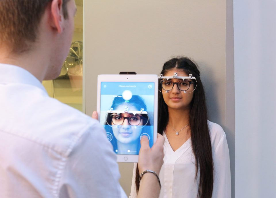 % Essilor Fit™ Technology - Personalized Measurements For Enhanced Visual Comfort